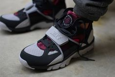 Nike-Air-Trainer-Huarache-Fireberry-2.jpg (1200×800)