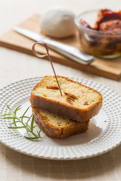 Cake à l'huile d'olive, aux tomates séchées et mozzarella : la recette facile