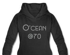 O'cean @70 gewoon omdat het zo in me opkwam. Bedrukking is grijs fluweel achtig  #hoodie #design #damessweater
