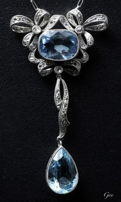 Aquamarine necklace United Kingdom 1920 Aquamarine, rose-cut diamond, platinum Handmade platinum chain (