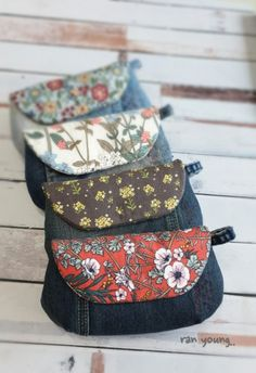 Fabric Wallet, Fabric Bags, Reuse Jeans, Creative Bag, Denim Crafts, How To Make Clothes, Crochet Handbags, Denim Bag, Fashion Sewing