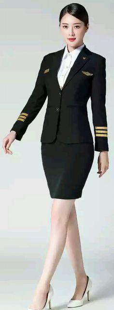 Stewardess Costume, Pilot Uniform, Airline Uniforms, Flight Attendant Life, Female Pilot, Quoi Porter, Uniform Design, Girls Uniforms, In Pantyhose