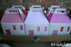 Today my sweet surprise baby is three! Her dolly party will take place later this afternoon and she's so excited! The guests will go home with these gable boxes decorated like little houses. Paris Birthday Parties, Birthday Party Favors, 5th Birthday, American Girl Parties, Gable Boxes, Doll Party, Party In A Box, Childrens Party, House Party