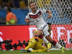 Mario Goetze celebra tras marcar un gol en la final de la Copa del Mundo - Alemania 1-Argentina 0