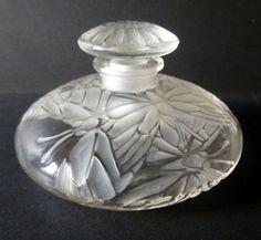 Lalique Perfume Bottle with Butterflies Lalique Perfume Bottle, Antique Perfume Bottles, Vintage Bottles, Art Nouveau, Perfumes Vintage, Beautiful Perfume, Steuben Glass, Bottle Art, Decoration