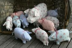 in tweed as tree decorations. Or pin cushions!and the piggies! A basket of wee calico and gingham piggies! Inspiration for Mama Pig and piglets little pig softies Piggy Family I need these! Sewing Toys, Sewing Crafts, Sewing Projects, Fabric Toys, Fabric Crafts, Softies, Fabric Animals, Stuffed Animal Patterns, Stuffed Animals