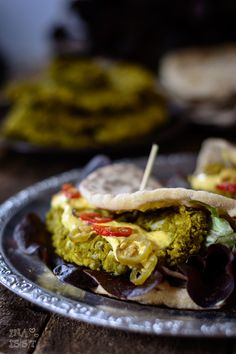 Ina Is (s) t: Burger Indian Style: Fast Naan burger with peas Patty