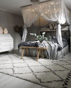There is something romantic about a bedroom with a canopy bed. Unfortunately, when people try to make a romantic bedroom with canopy beds, most of them fail. The main reason . Dream Rooms, Dream Bedroom, Gypsy Bedroom, Beds Master Bedroom, Bohemian Bedding, Bedroom Inspo, Home Decor Bedroom, Interior Livingroom, Diy Bedroom