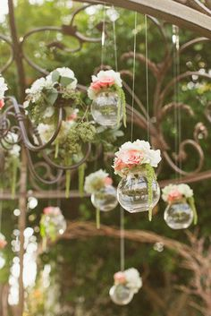Hanging flower, wedding decor, shabby chic style, casamento no campo Hanging Flowers, Diy Flowers, Vintage Flowers, Wedding Flowers, Flower Vases, Forest Flowers, Flowers Decoration, Flower Diy, Deco Champetre