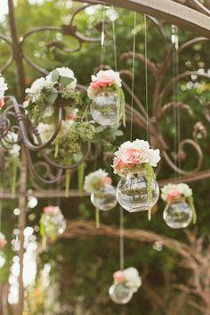 Composition florale suspendue - Nos 20 idées de compositions florales à copier - Elle