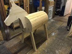 Holzpferd selber machen1Holzpferd aufmalen und aussägen2der Bauch3...4...5Korpus6Beine zusägen und festschrauben