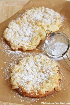 Es gab eine Zeit, die ist schon ziiiiieeemlich lange her. In dieser Zeit habe ich vermehrt Streuselkuchen gebacken. Ach was, eigentlich habe ich in dieser Epoche meines Lebens andauernd Streuselkuchen gebacken. In allen Variationen. Pur, mit Guss, mit Vanillecreme, mit Mohn, …ohne Mohn, ohne Streusel… 😉 Es gab dieses krümelige Butter-Zucker-Zeugs wirklich andauernd. Ihr fragt …Weiterlesen…