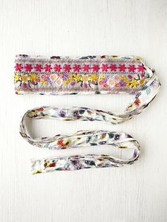 Multicolor floral embroidered patterned fabric belt.