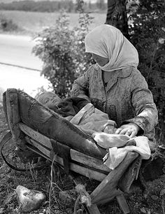 """""""'Mother and child' Samari, Greece Photo by Takis Tloupas"""" Greece Pictures, Old Pictures, Old Photos, Vintage Photos, Greece Photography, History Of Photography, Corfu Greece, Athens Greece, Greece History"""
