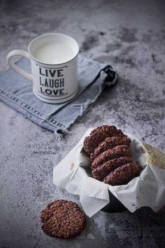 ¿Unas galletas para comer saludable y sin remordimientos? ¡Aquí las tienes! sin gluten, sin azúcar y con todo el sabor de las avellanas y el cacao.
