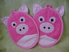 Piggy Potholders Pink Pigs Pocket Potholders by VernieLeeDesigns