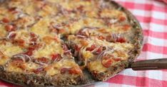 Make your homemade pizza with a delicious minced meat base Greek Recipes, My Recipes, Favorite Recipes, Cookbook Recipes, Dessert Recipes, Cooking Recipes, Desserts, Cooking Oatmeal, Food Swap