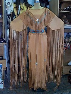 Native American dress(no info) with pic Native American Regalia, Native American Clothing, Native American Beauty, Native American Wedding Dresses, American History, American Apparel, Estilo Country, Native Style, Cherokee
