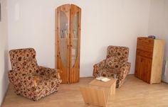 Remete u 1. Budapest XXII. kerület | Ingatlan közvetítés alacsony jutalékkal Sell Property, Budapest, Divider, Entryway, Room, Furniture, Home Decor, Entrance, Bedroom