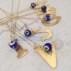 ¡Hermosas letras bañadas en oro con cadena!  #AMC #AnnaMariaCavallo #accesorios #woman #orfebrería #design #style #fashion #moda #beauty #love #DiseñoNacional #loveit