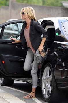 Kate Moss-grey cuffed skinnies+ loose tee+ blazer + gladiator flats
