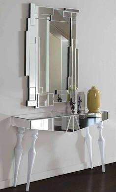 Con un estilo clásico a la vez que vanguardista, este espejo pertenece a la nueva colección de DIS-ARTE, una colección de personalidad y originalidad. Medidas 119x80x3. Si necesitas cualquier información, en nuestra tienda de muebles modernos en Madrid te ayudaremos en todo lo posible.