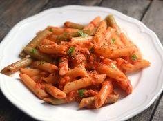Sült paprikás tészta Hungarian Recipes, Hungarian Food, Penne, Shrimp, Carrots, Vegetables, Red Peppers, Hungarian Cuisine, Carrot