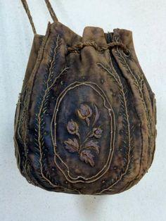 antiquité Aumônière bourse Louis XIV sac en cuir à fleurs en fils d'or