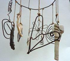 Mobile décoratif zen en fil de fer recuit et coquillages : Accessoires de maison par zelie-shop