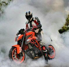 bikers Motos Ktm, Ktm Motorcycles, Duke Bike, Ktm Duke, Motorbike Drawing, Ktm Super Duke, Bike Suit, Ktm Rc, Jungle Art