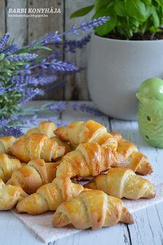 Barbi konyhája: Kiflicskék Sweet Cookies, Shrimp, Food And Drink, Meat, Drinks, Christmas, Travel, Flaky Pastry, Food