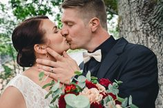 Rainy day wedding in Finland. Sadepäivän hääkuvaus. #wedding #weddingphotography #kiss #weddingpotrait #weddingphotographer #häät #hääkuvaus #hääkuvaaja #hääpotretti #sadepäivä