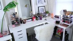 I want this vanity.  I think it belongs to make up by allie