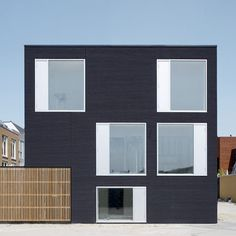 Residence, Rotterdam / by Pasel Kuenzel Architects - Architecture List Architecture Résidentielle, Contemporary Architecture, Amazing Architecture, Installation Architecture, Facade Design, Exterior Design, Casas Containers, Black House, Villa