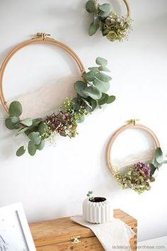 Fleurs fanées sur tambour à broder recup DIY