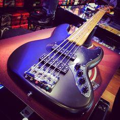 Fender Jazz Bass Modern Player V bye bye! #fenderjazz #jazzbass #fender #satinblack #bassguitar