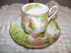 Vintage Royal Albert « The Old Mill » demi tasse tasse à thé et soucoupe set - excellent état - ca. 1940