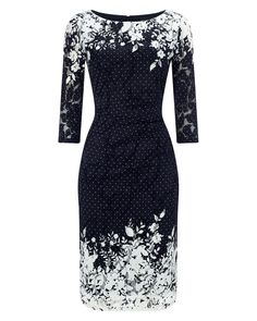 A 3/4 length sleeve mesh dress with a pretty border print, a ruched waist and side zip. Comes fully lined with a round neck.