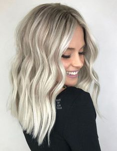 Silver Blonde Balayage Hair with Waves Silver Blonde Hair, Blonde Hair Shades, Blonde Hair Looks, Icy Blonde, Platinum Blonde Hair, Balayage Hair Blonde Ash, Best Blonde Hair, Blonde Hair For Winter, Winter Hair Colors