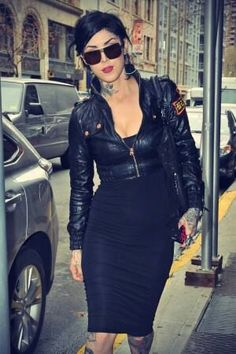 luv this outfit Kat's waering as it reminds me of what i do, I take something feminine and add a masculine touch