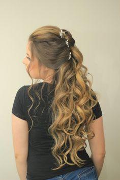 Um penteado semi-preso para cabelo longo Long Hair Styles, Beauty, Instagram, Bun Hair Piece, Hair Down Hairstyles, Long Hair Updos, Cosmetology, Long Hairstyles, Long Hair Cuts