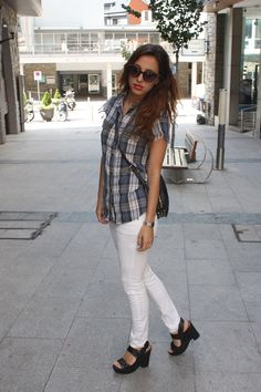 outfits, tartan, azul, cuadros, cuñas, ripped jeans, rotos, blanco. white, sales, new, old