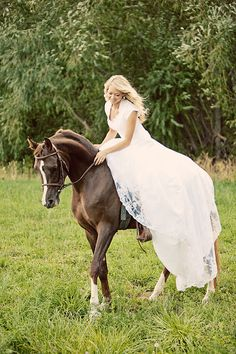 umm, the dress is pretty, but I'm actually repinning this because I really like the size of this horse. Not too small, not too big. Perfect pleasure pony.