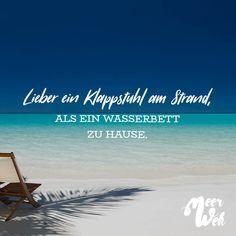 Visual Statements®️ Lieber ein Klappstuhl am Strand, als ein Wasserbett zu Hause. Sprüche / Zitate / Quotes / Meerweh / reisen / Fernweh / Wanderlust / Abenteuer / Strand / fliegen / Roadtrip