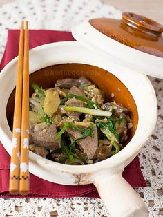 Claypot Liver with Ginger & Spring Onions (煲仔姜葱猪肝) Note: This recipe was first posted in Nov 2007, now updated with new photos and cooking tips. This pig's liver with ginger and spring onions, usually served in a claypot, is one of my favorite Chinese stir-fried dishes. It is
