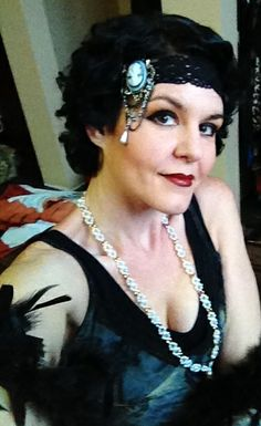 Roaring 20's headpiece and hair!