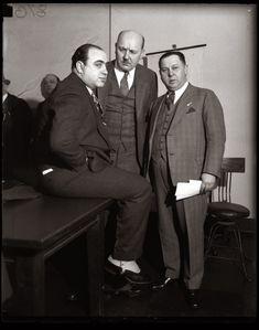 Ideal Al Capone verbrachte seine Zeit im Knast in Luxus Seine Zelle hatte orientalischen Teppichen edle M bel und einen Radioschrank Er bekam e u