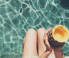 Lazy Crazy_Για όσους, μέσα στο καλοκαίρι, είναι ακόμα στην πόλη, μία βουτιά στην πισίνα θα κάνει τη ζέστη πιο υποφερτή! (http://gynaikaeveryday.gr/?page=calendar&day=2017-07-30)