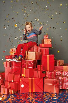Playfully pop, glitter-ridiculous sets for TK Maxx's Christmas Campaign Christmas Mini Sessions, Christmas Minis, Christmas Deco, Christmas Photos, Christmas Themes, Christmas Windows, Christmas 2019, Christmas Holidays, Design Set