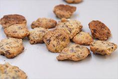 Knusperplätzchen mit Cornflakes, Mandeln und Schokolade :) ganz einfach, mal was anderes - http://www.geo.de/geolino/kinderrezepte/7712-rtkl-rezept-knusperplaetzchen